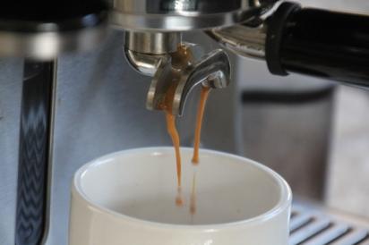 espresso-coffee-flowing-into-cup