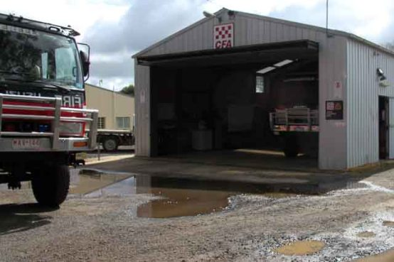 Dereel-CFA-With-Fire-Engines-on-show
