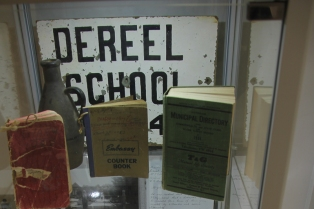 Dereel-School-sign-history-display