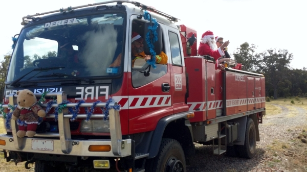 Dereel-Fire-Brigade-Tanker-1-with-Santa-on-board