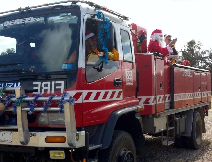 Dereel-Fire-Brigade-Tanker-1-with-Santa-on-board